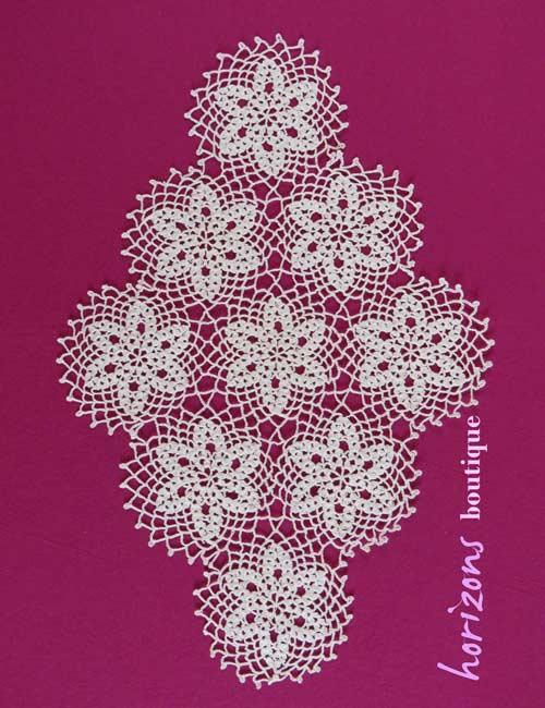 Lace - Diamond-Shaped Doily 9 Flowers